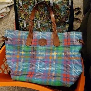 DOONEY AND BOURKE PLAID SHOPPERS TOTE